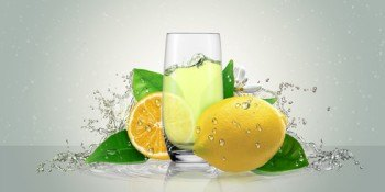 Lemon juice in a glass of citrus.